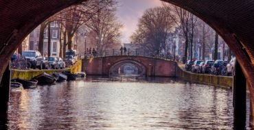 Sail along the 5 most beautiful bridges of Amsterdam
