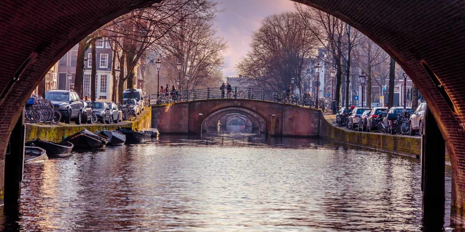 Amsterdamse bruggen om langs te varen