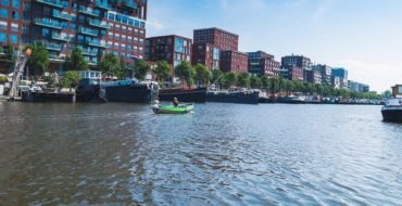 Waarom een elektrische boot in Amsterdam huren?
