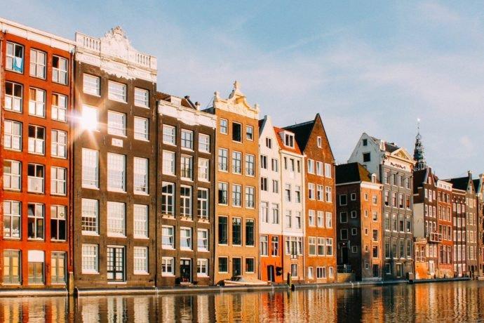 Mooie Amsterdamse gevels: vaar door de grachten en spot ze!