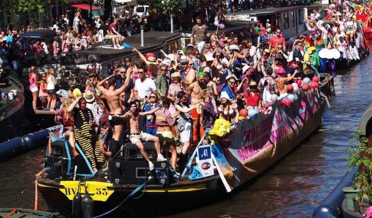 Hire a Sloop during Gay Pride Amsterdam