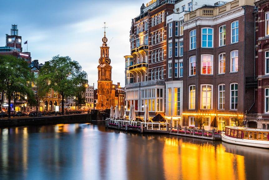 Vaar langs de Munttoren Amsterdam