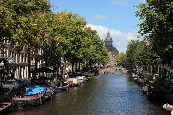 Vaar door de drie leukste wijken tijdens je uitje Amsterdam