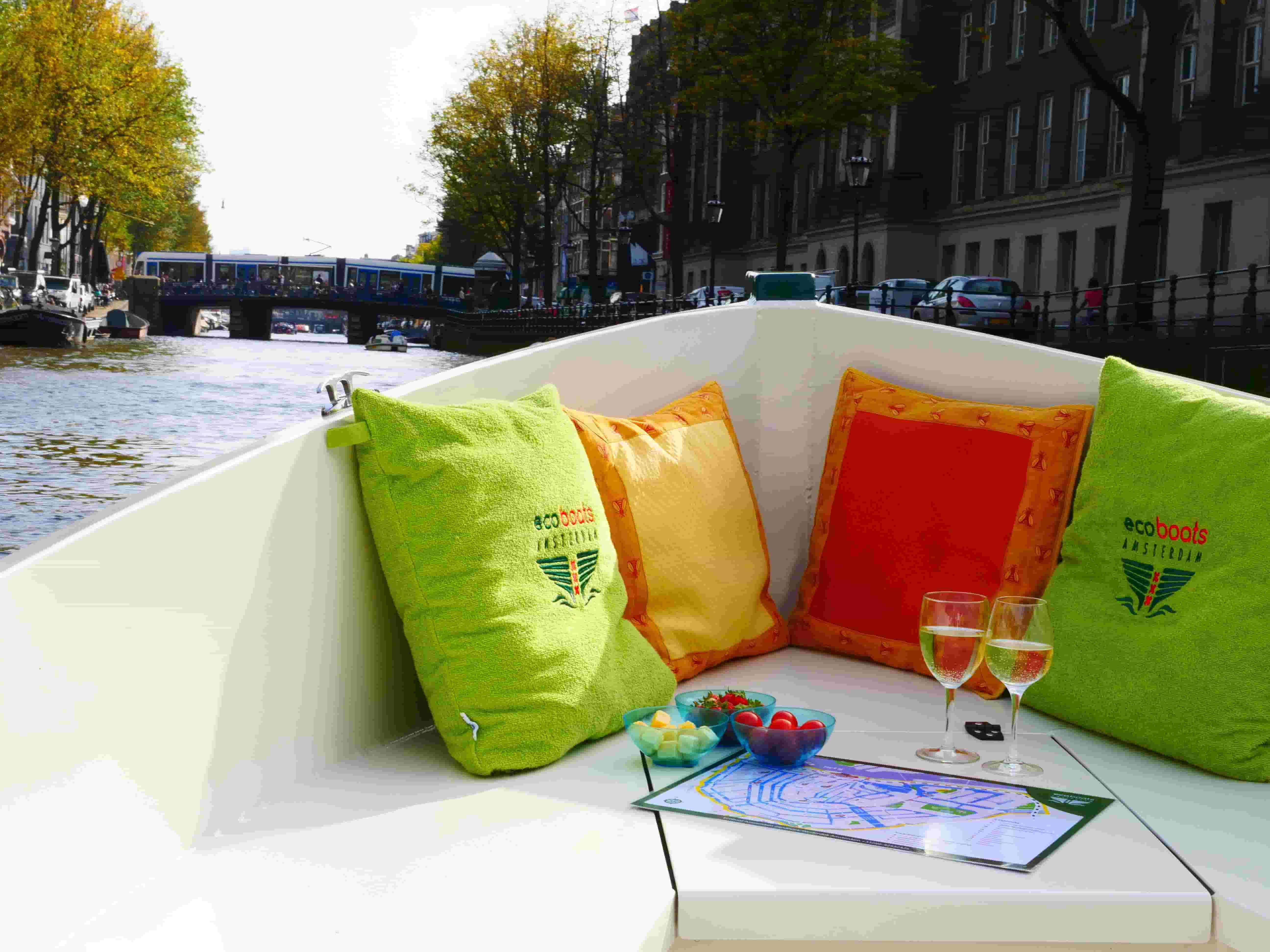 private canal boat hire amsterdam